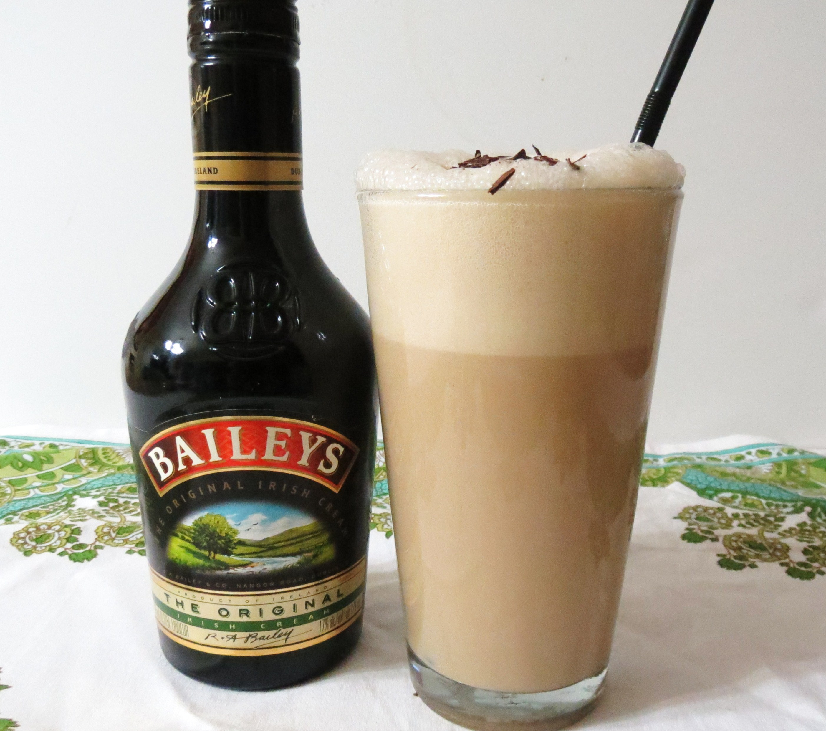 How to drink bailey: with what, from what, when. Beyliz with milk and other cocktails 45